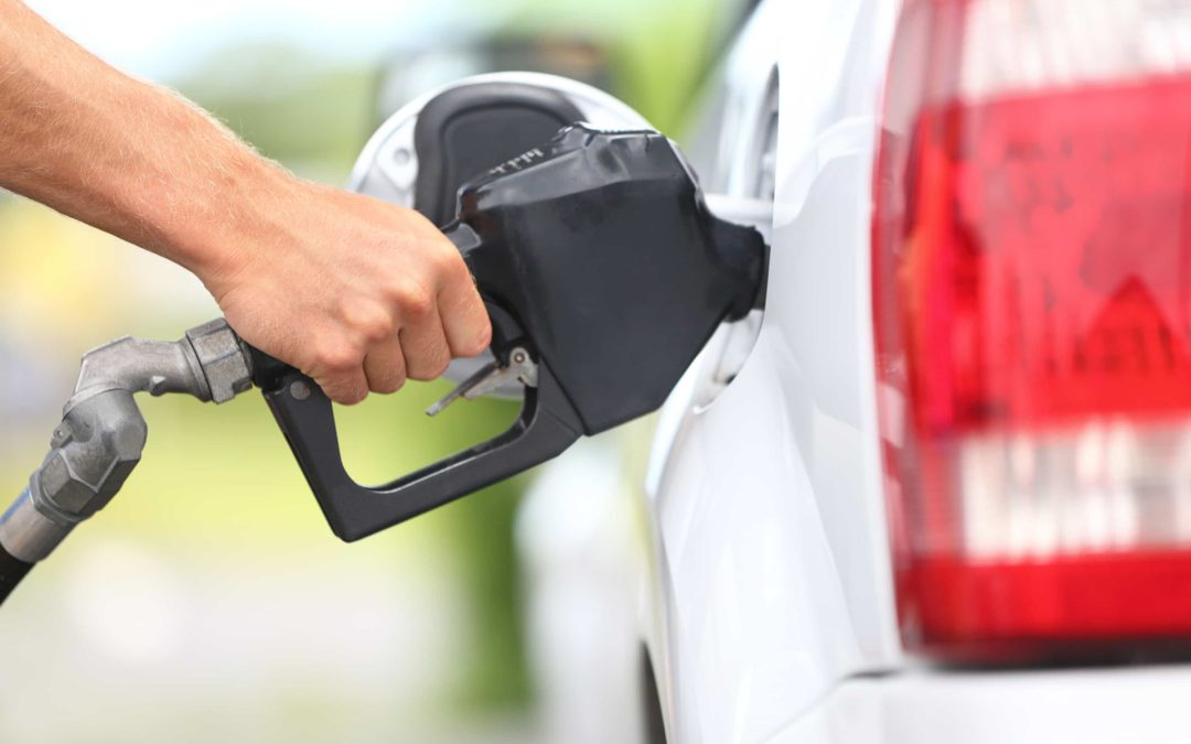 Do you top off your gas tank at the pump? Here's why you shouldn't…